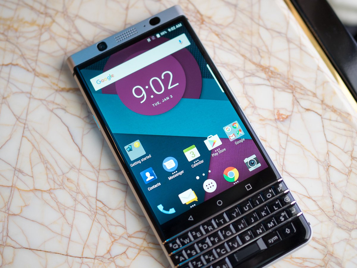 BlackBerry has a new phone with a keyboard and it actually looks pretty great  https://t.co/ZBkRSg3A3k https://t.co/SCTkTbrZti