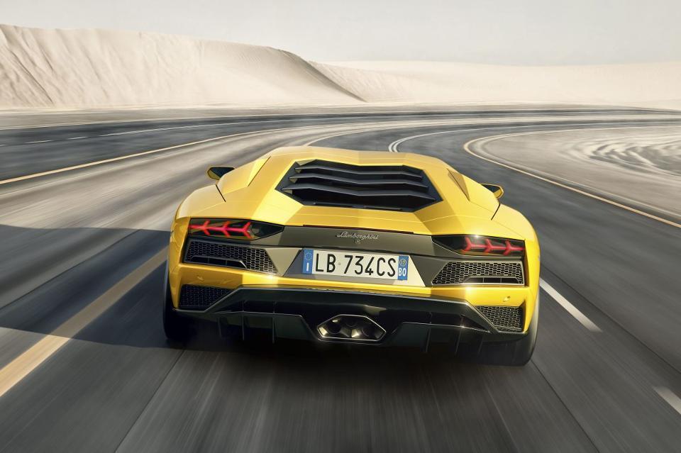 .@Lamborghini's 740 horsepower Aventador S refines the Italian art of the hypercar. https://t.co/iqCgaNsZkQ https://t.co/R61zvF0J9p