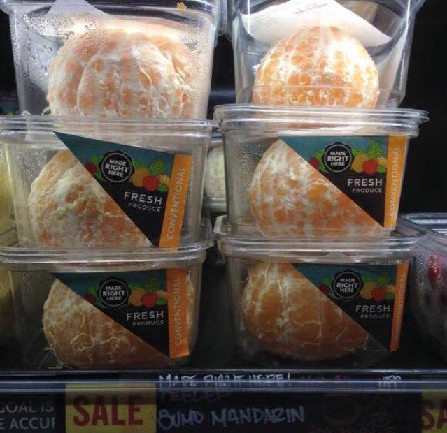 Si seulement la nature avait trouvé un moyen de protéger ces oranges, y'aurait pas à gaspiller tout ce plastique autour.  (from @grilcode)