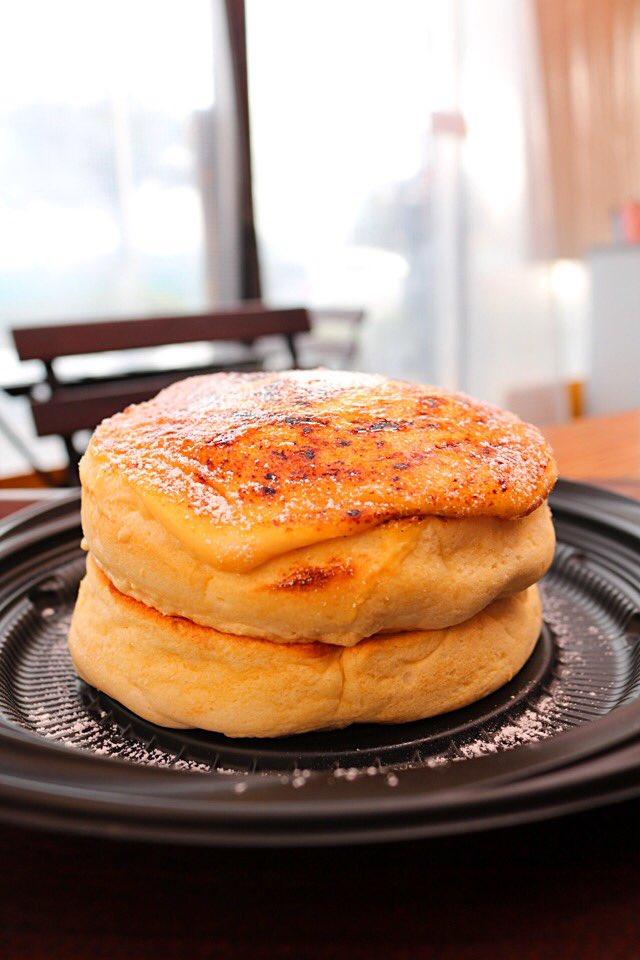 東京都小平市にあるegggCafeさん[ブリュレパンケーキ]カスタードクリームの旨さを最大限に感じることのできる絶品濃厚パンケーキ!ふっくらとした厚めの生地が2枚重なりカラメルソースを掛けて頂きます。生地の旨さ、全てのバランスを見ても完成度の高い素晴らしいパンケーキです pic.twitter.com/LOfLZQ9SKy