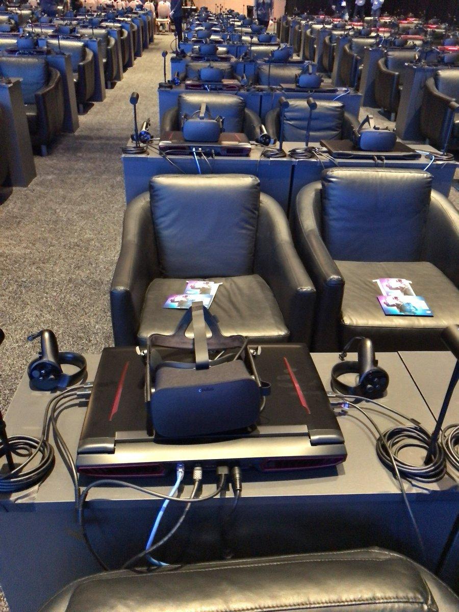 Intelさんの記者会見の席がこんなですwwwww https://t.co/eOS451o3wJ