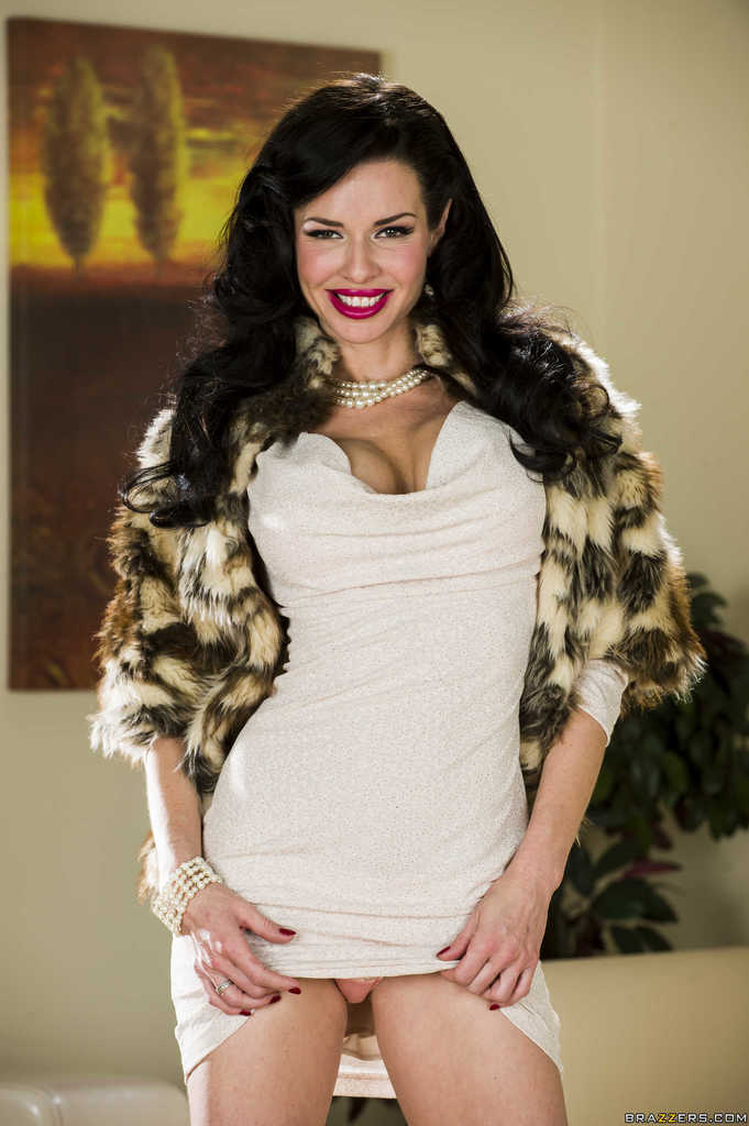 Veronica Avluv on Twitter: Click here for more Pictures