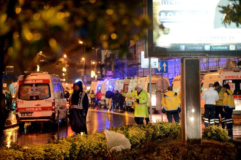 Turkish police think that there were 2 gunmen, not one, in the istanbulattack; Based on eyewitnesses + CCTV