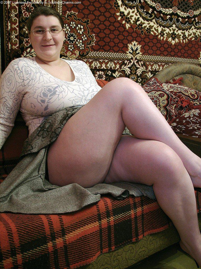 Толстух у под юбкой