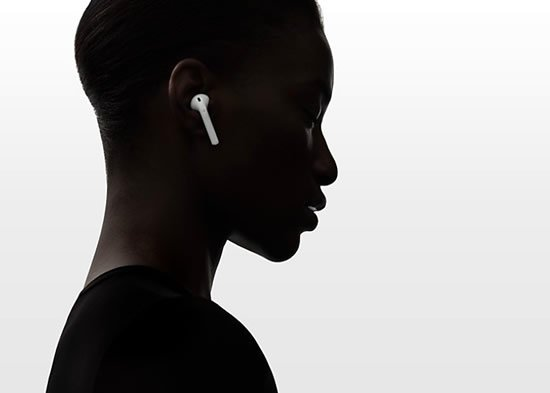 Le divertenti reazioni sull'iPhone 7 e cuffie AirPods