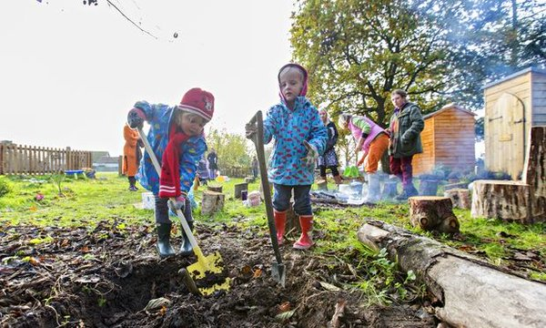 #Forestschools: fires, trees &amp; mud pies. Do kids need technology to learn &amp; have fun?  http:// bit.ly/2iSBcbM  &nbsp;  <br>http://pic.twitter.com/Hm6IvVXo8z