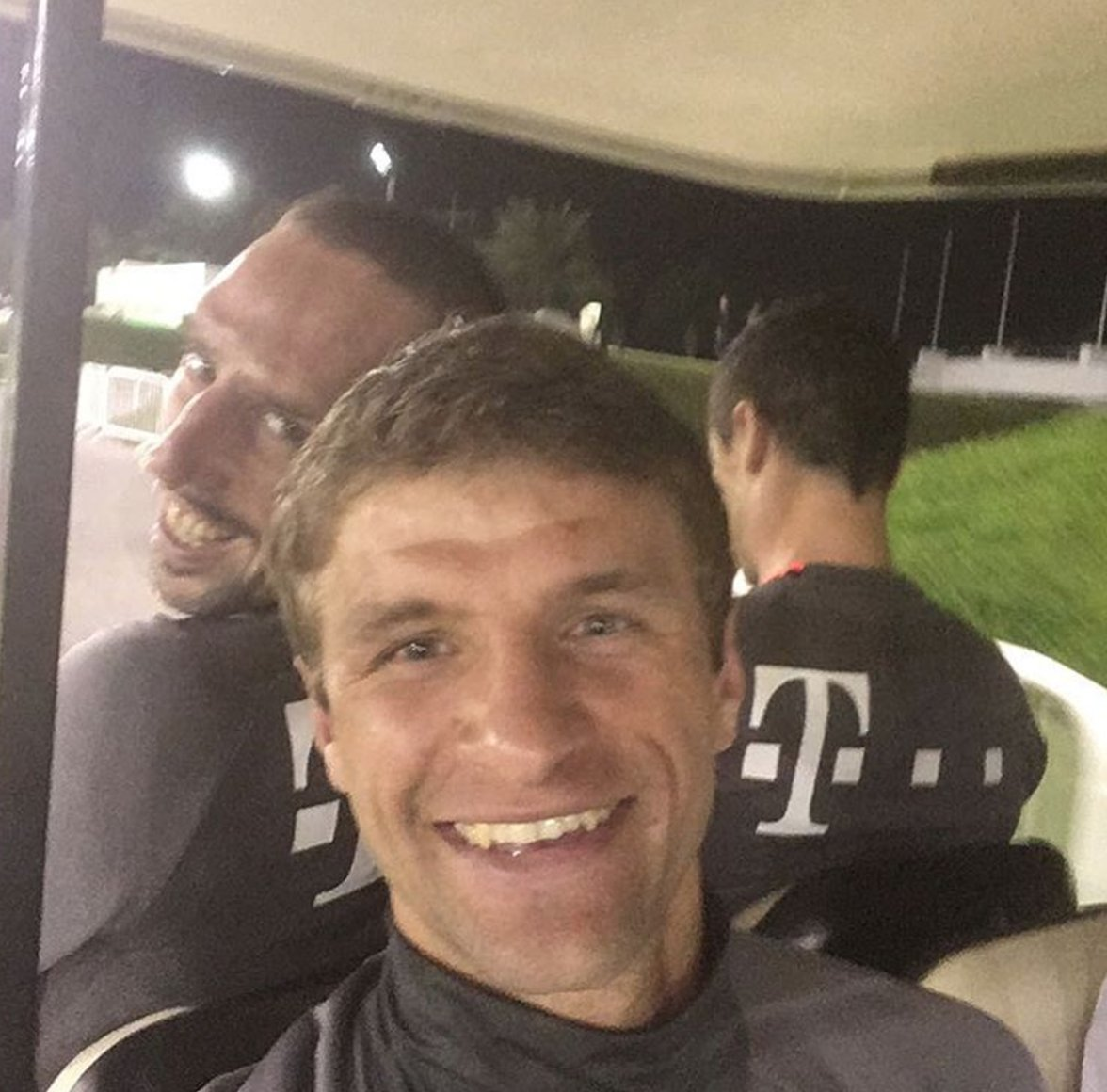 Müller and 👑!  #FCBayernSelfie https://t.co/7gp1X92H3M