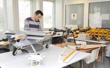 La #startup @Reflet_du_Monde, spécialisée dans les #drones, voit loin via @AiretCosmos https://t.co/ry7w1eURsD