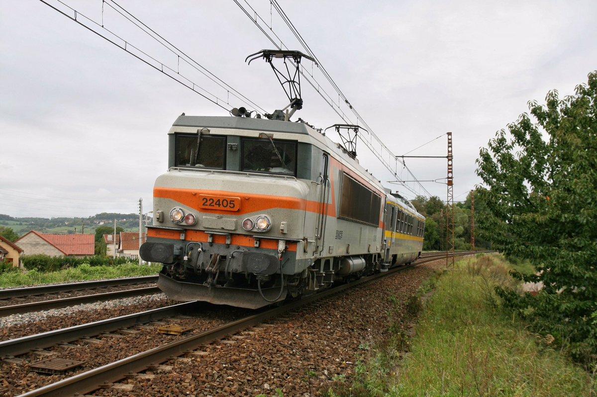 #SNCF Petit acheminement de la voiture de contrôle D Installations Electriques de Sécurité N°143 d&#39;@SNCFReseau à l&#39;entrée des Laumes Alésia<br>http://pic.twitter.com/ujb6HiQh2K