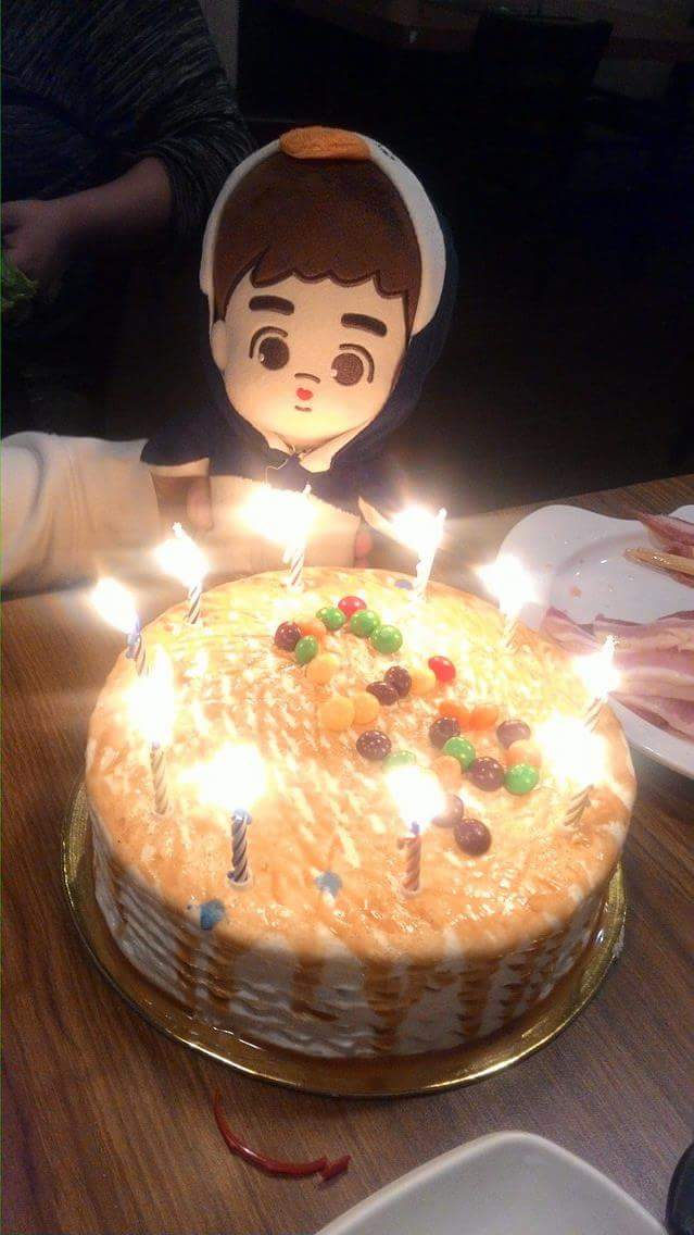 Our simple yet fun celebration of D.O&#39;s 25th Bday with EXO-L Fanbase friends....  Thank you for the company~  #happykyungsooday <br>http://pic.twitter.com/0hwiLHMAEK