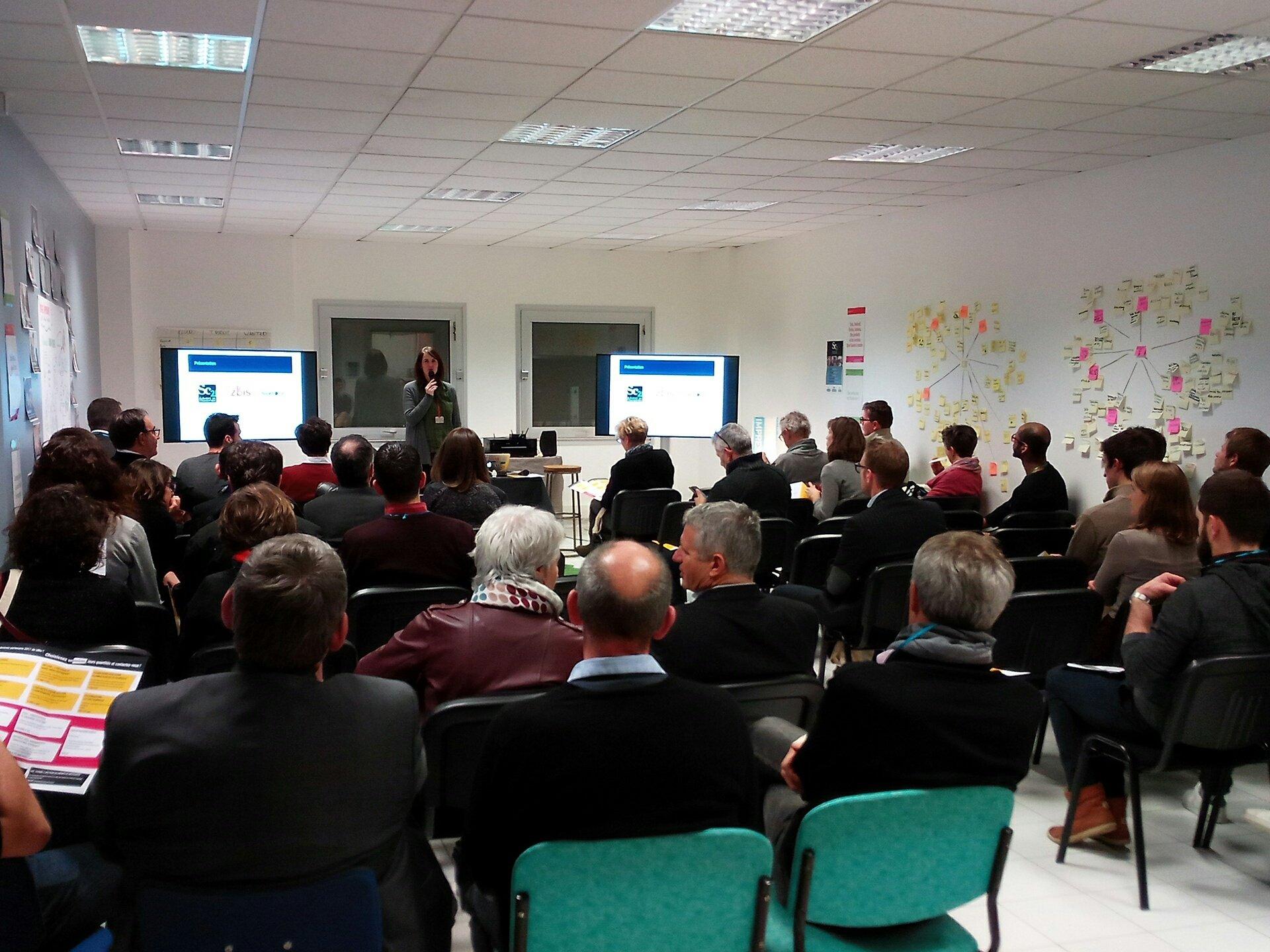La conférence d'@emmaroux commence à #zbis, et vous vous avez déjà passé la porte de notre fablab à Saint-George-de-Montaigu ? https://t.co/ycPysDR9dL