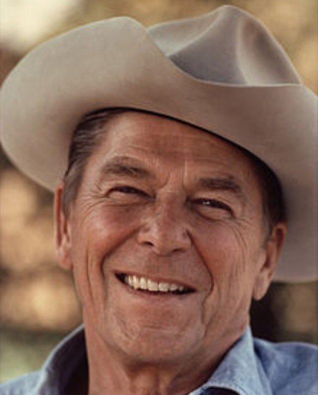 Certains #comédiens ont fait une carrière de #président. Certains présidents ont fait une carrière de comédien... <br>http://pic.twitter.com/92m7FgV1nw