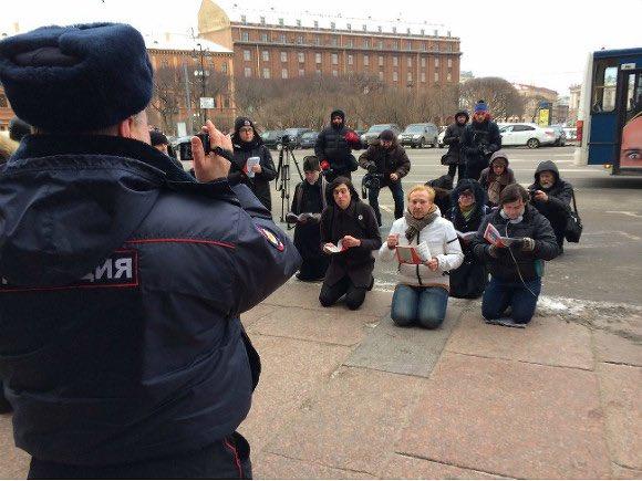 """Окупанти привели війська в підвищену бойову готовність у зв'язку з можливими акціями протесту в ході """"виборів"""" на Донбасі, - ГУР - Цензор.НЕТ 3757"""