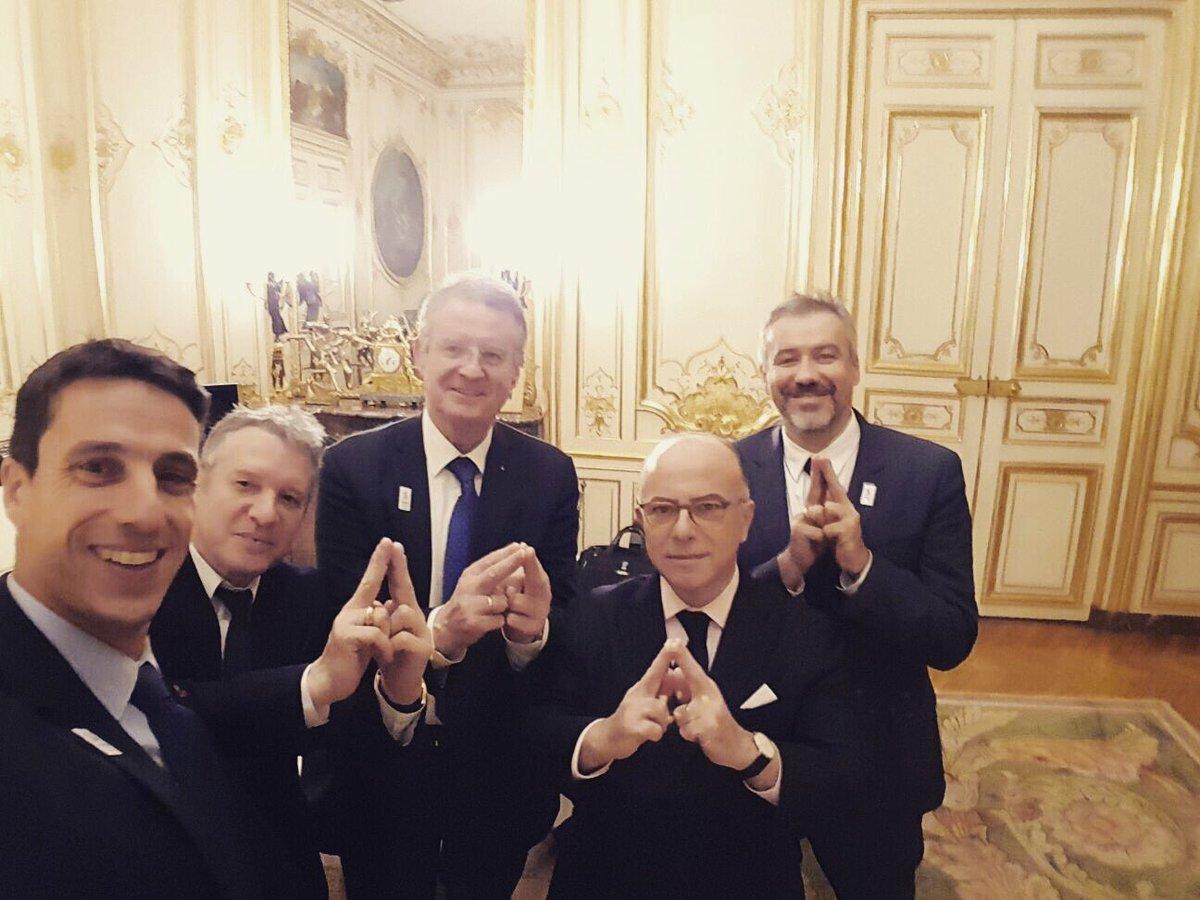 NEW #Olympics2024 : French PM #BernardCazeneuve reiterates the support of the State for the #Paris2024 Bid  https:// sportetsociete.org/2017/01/12/jo- 2024-le-premier-ministre-bernard-cazeneuve-a-la-rencontre-des-leaders-de-la-candidature/ &nbsp; … <br>http://pic.twitter.com/ybJp2zWPE0