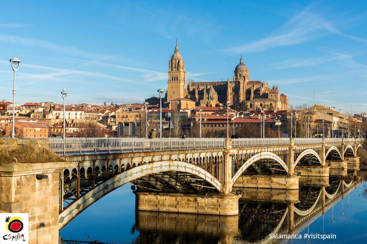 #DidYouKnow…? The #Salamanca Cathedral consists of two connected buildings. #VisitSpain #CuriousFacts #artinspain<br>http://pic.twitter.com/vEWgdYOPOb