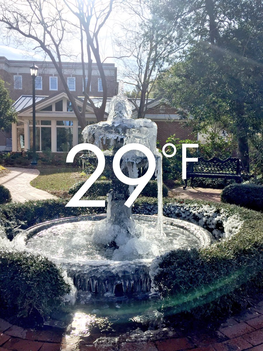 Get you a city that can do both (in the same week). ❄️➡️☀️ #UofSC https://t.co/XJ7UtrP9nJ
