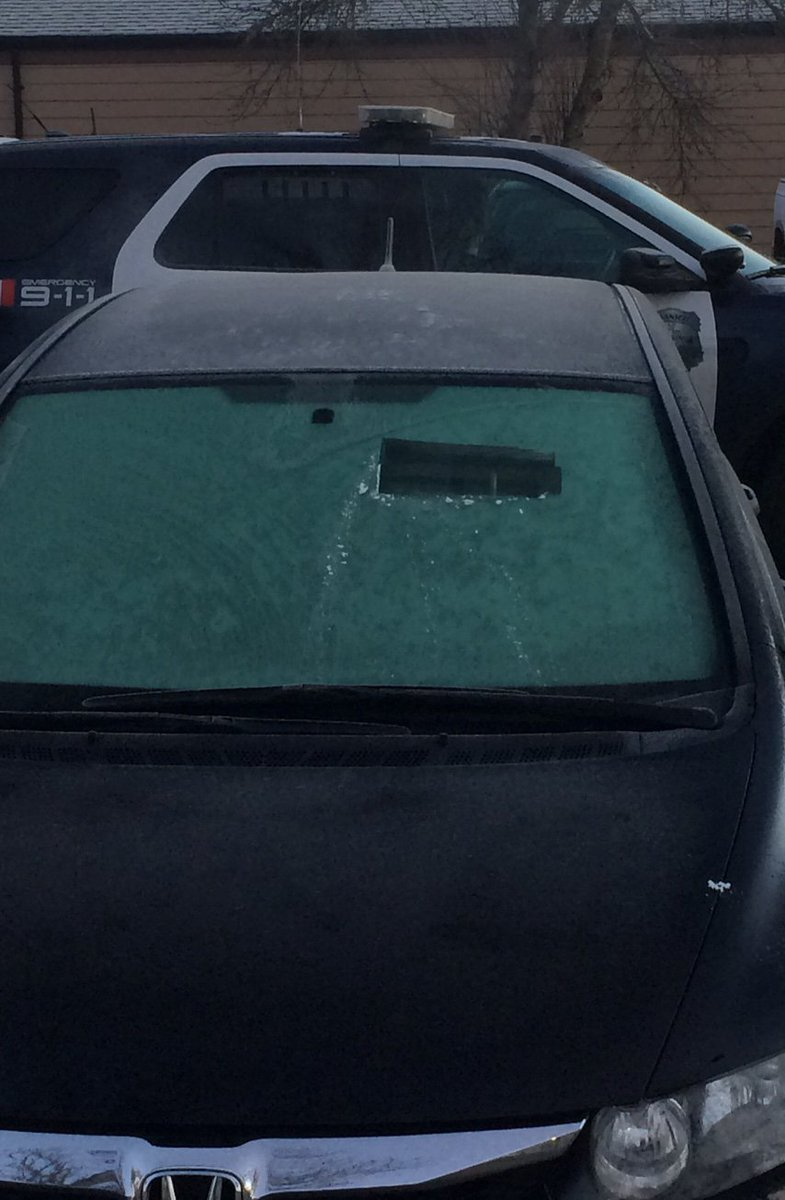 Are u a tank driver in #Saanich #yyj? No? Then scrape your windows properly b4 u leave 2day #yyjtraffic https://t.co/YnPZ2qiY8Y