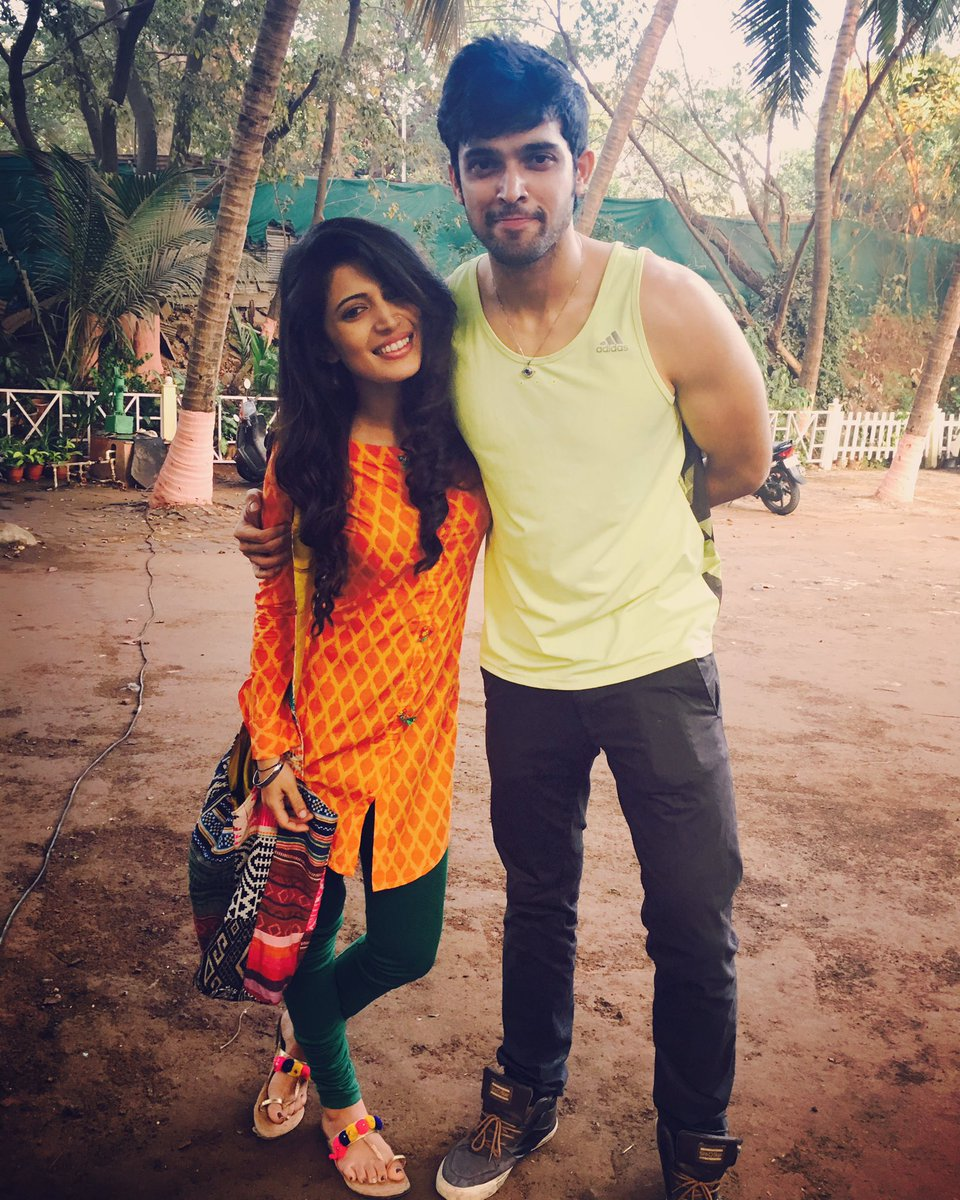2017 05 parth samthaan family -  Laghateparth Tharkiiiiiiiiiiiiii On Set