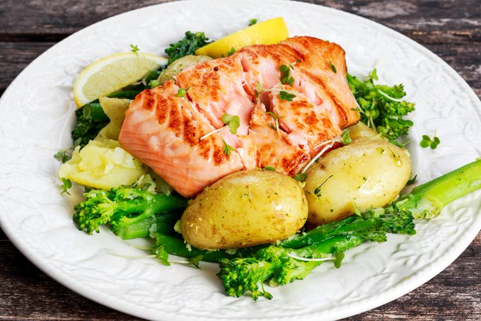 Instant Pot 4 Minute Salmon, Broccoli & Potatoes