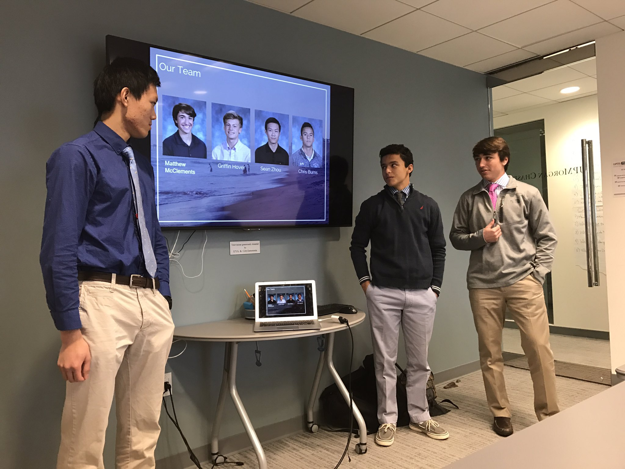 Surfit team pitching surf wear clothing line from the Start Up class! #myflinthill https://t.co/ly6gZxMlrs