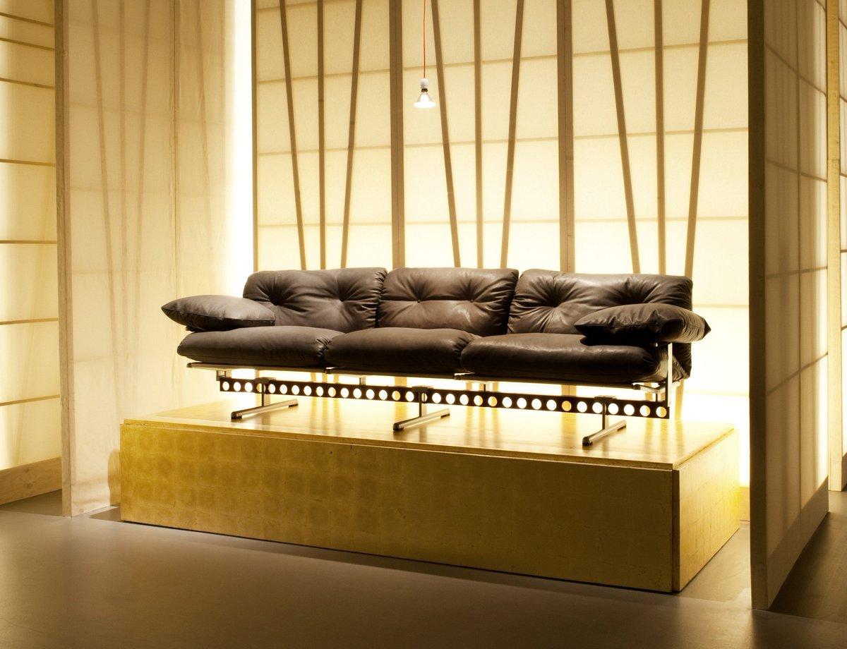 """poltrona frau on twitter: """"il divano dalla trave metallica forata"""