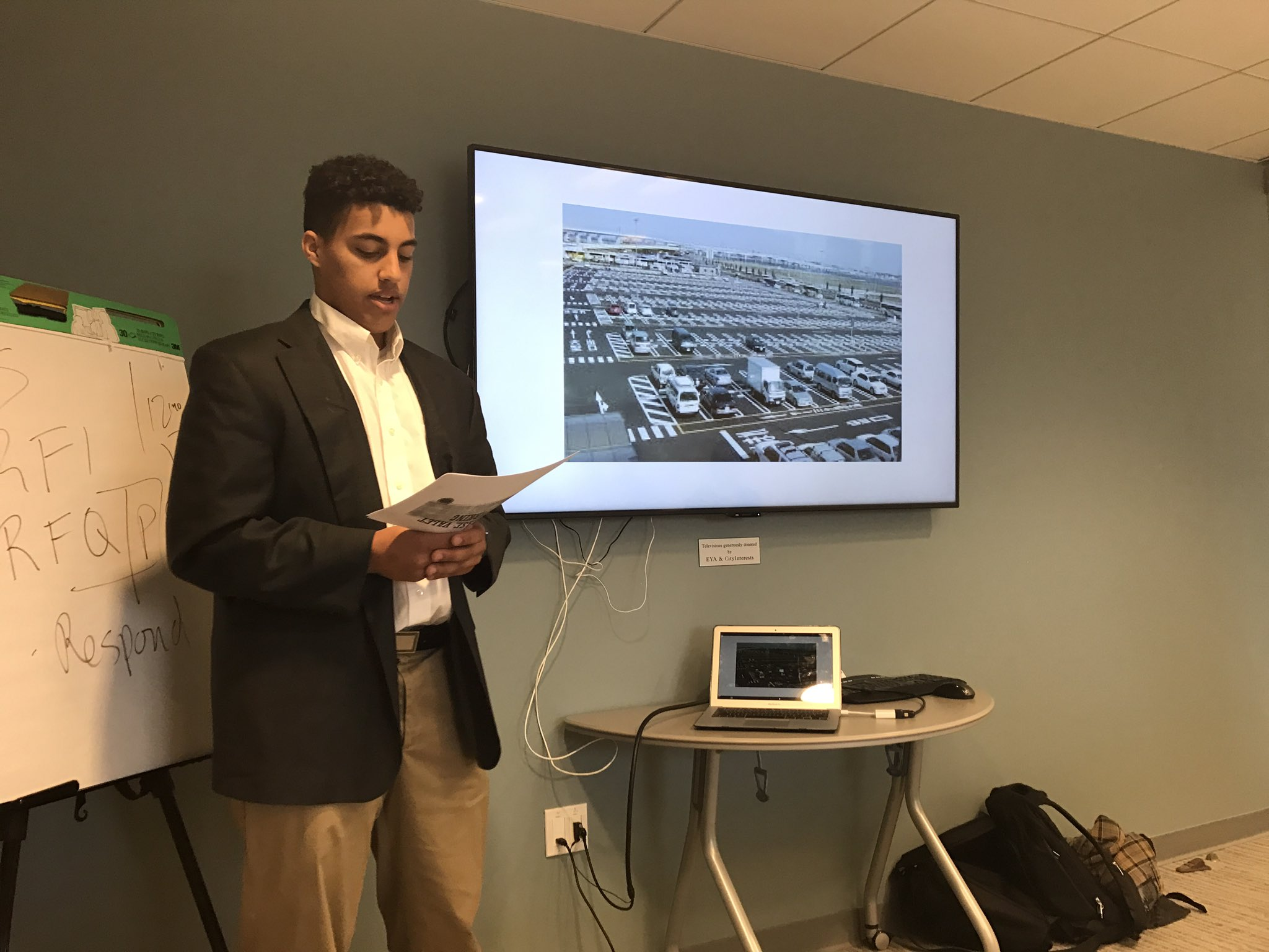 Solo pitch presenting a valet parking service for local airports. #myflinthill https://t.co/2z463NB9Jc