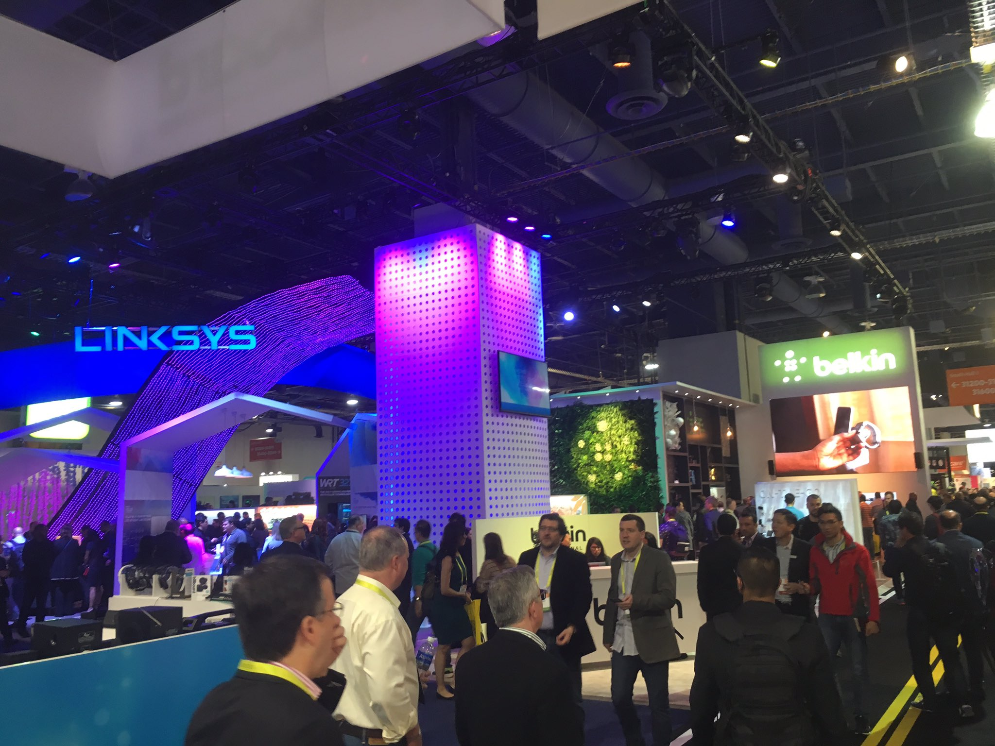 Game on #ces2017 @belkin @Linksys @WEMO #linksysvelop #PeopleInspiredProducts #mobile #wifi #smarthome #IoT https://t.co/KQleS2IqnK