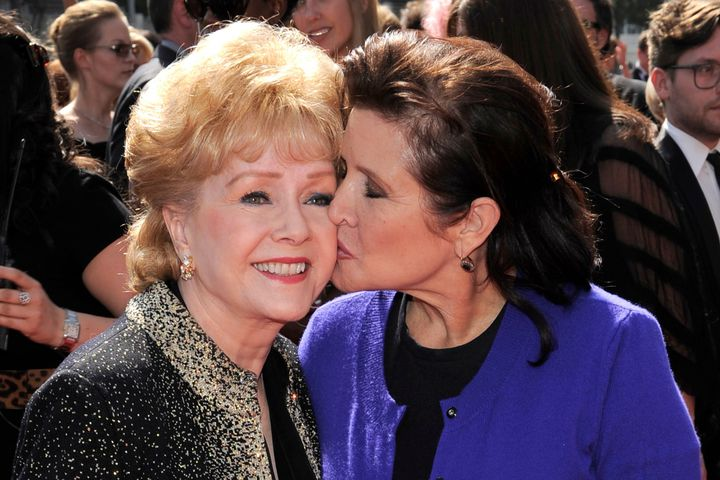 (Mashable) #Carrie #Fisher, Debbie Reynolds mourned in private memorial : A procession of..  http://www. inusanews.com/article/557587 1612/carrie-fisher-debbie-reynolds-mourned-private-memorial &nbsp; … <br>http://pic.twitter.com/a4Xcdhp3GC