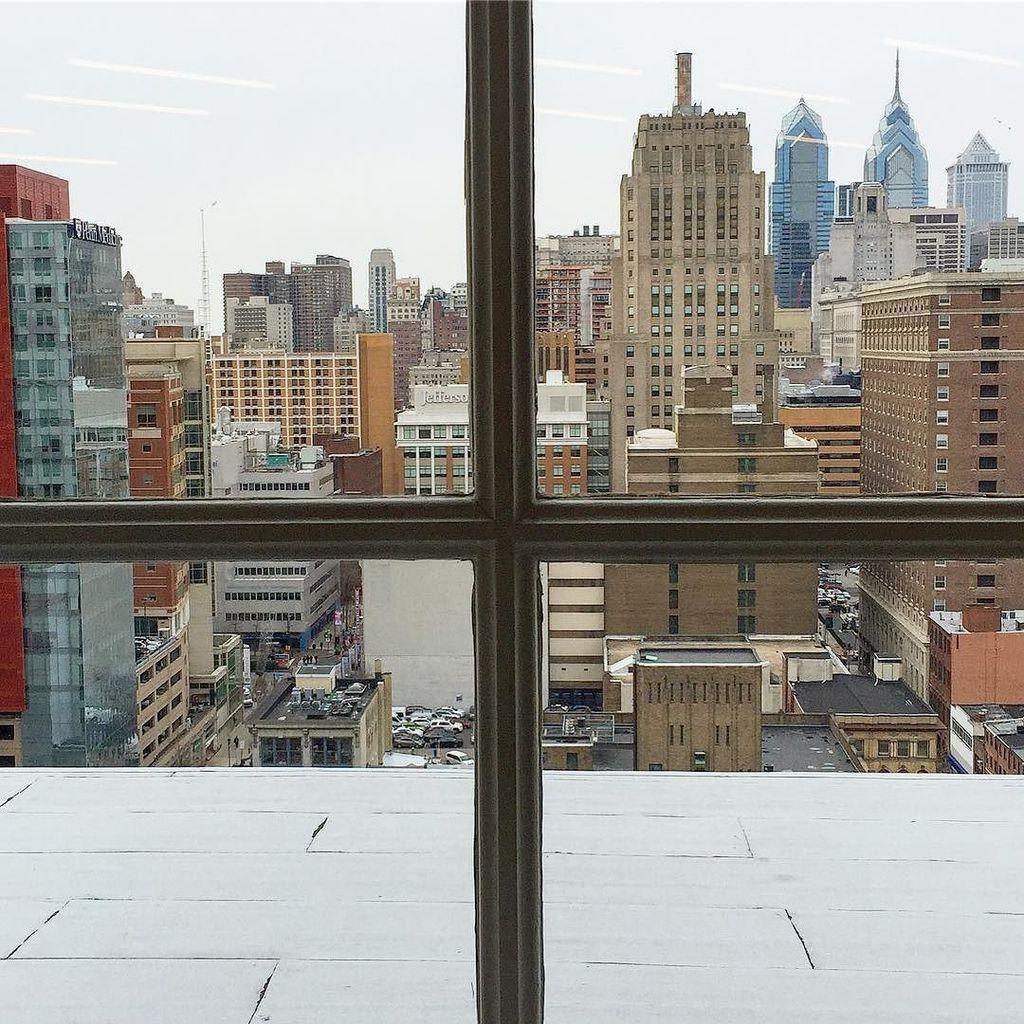 Window to the world. #philadelphia #philly #city #winter #skyline #love #centercity #ccphi… http://ift.tt/2hWwqx3