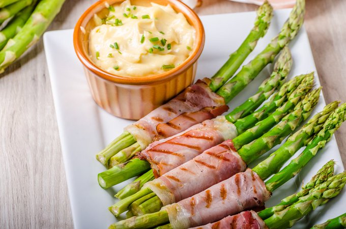 Instant Pot Cheesy Asparagus Wrapped In Bacon