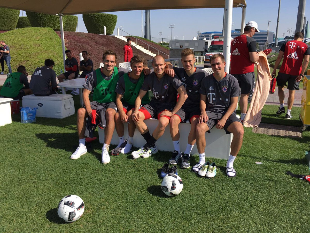Greetings from the training camp of @FCBayern #esmuellert #doha #fcb #...