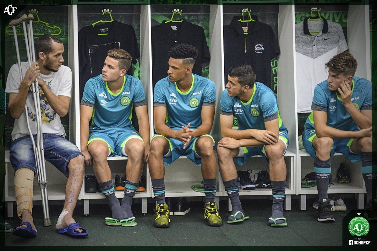 Neto conversando con los juveniles de Chapecoense que serán parte del primer equipo. https://t.co/VaistdfgCf