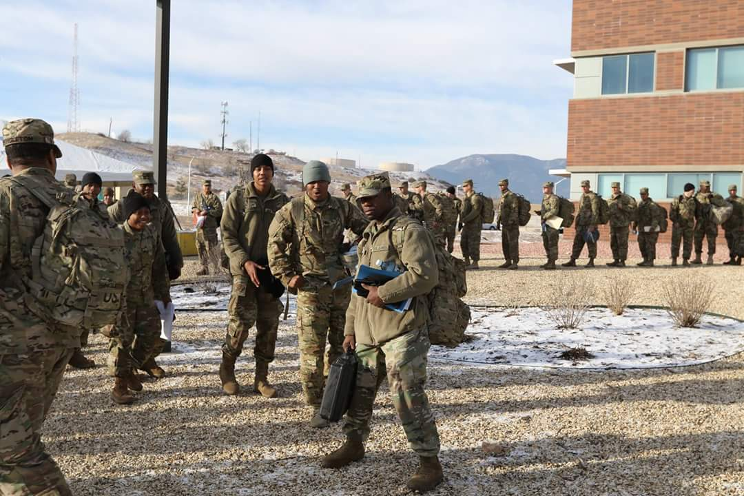 The first group of US troops are on their way to Europe. In total, 4000 soldiers will be deployed there in the coming days.