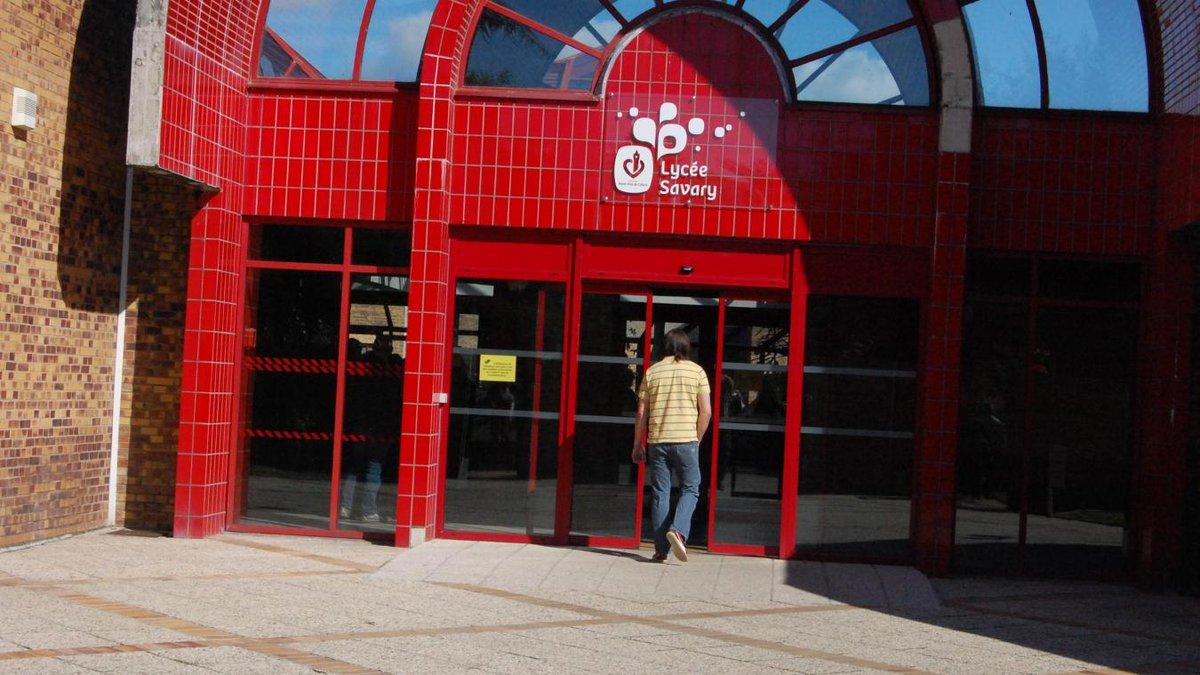 #Arras : vols et vandalisme au lycée Savary-Ferry, des dizaines de milliers d'euros de préjudice.  http:// vdn.lv/H9k6VR  &nbsp;  <br>http://pic.twitter.com/unl9O09bCy