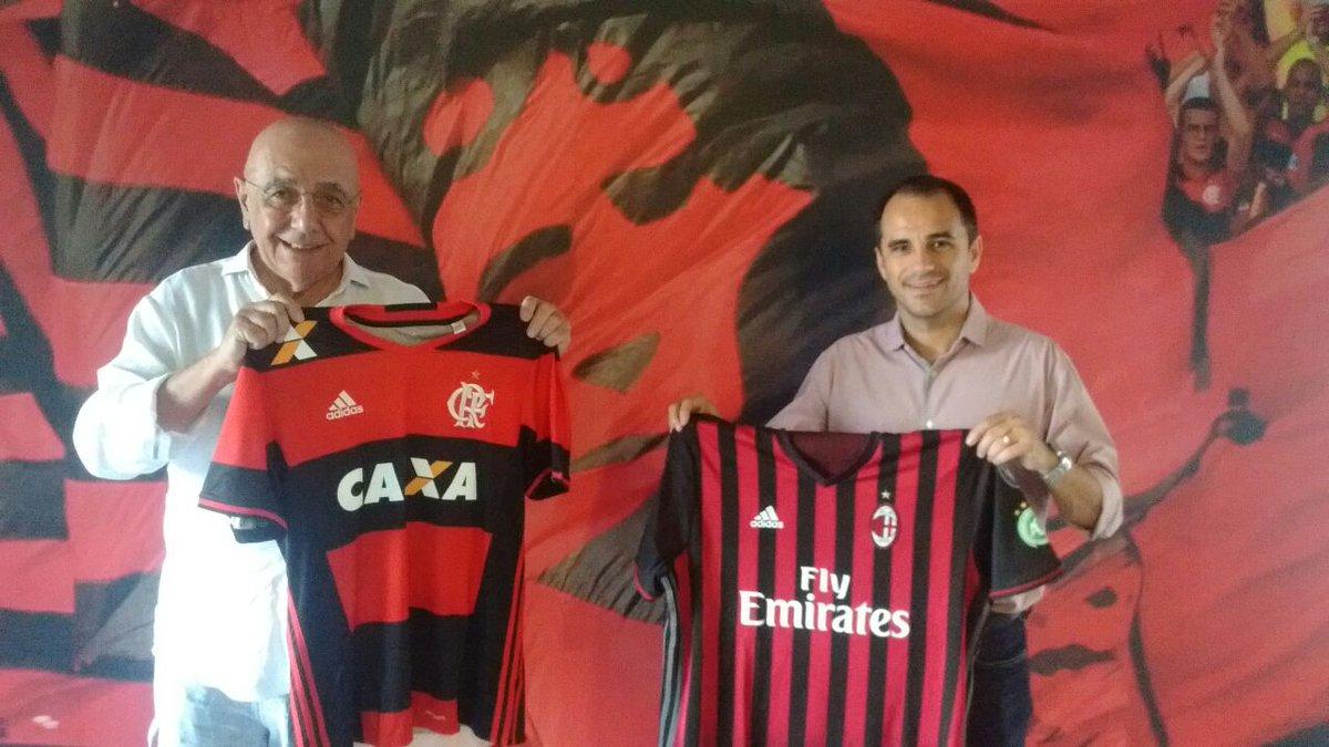 Quem está conhecendo as dependências do #NovoNinho é Adriano Galliani, diretor executivo do Milan. Ele trocou camisas com Rodrigo Caetano.