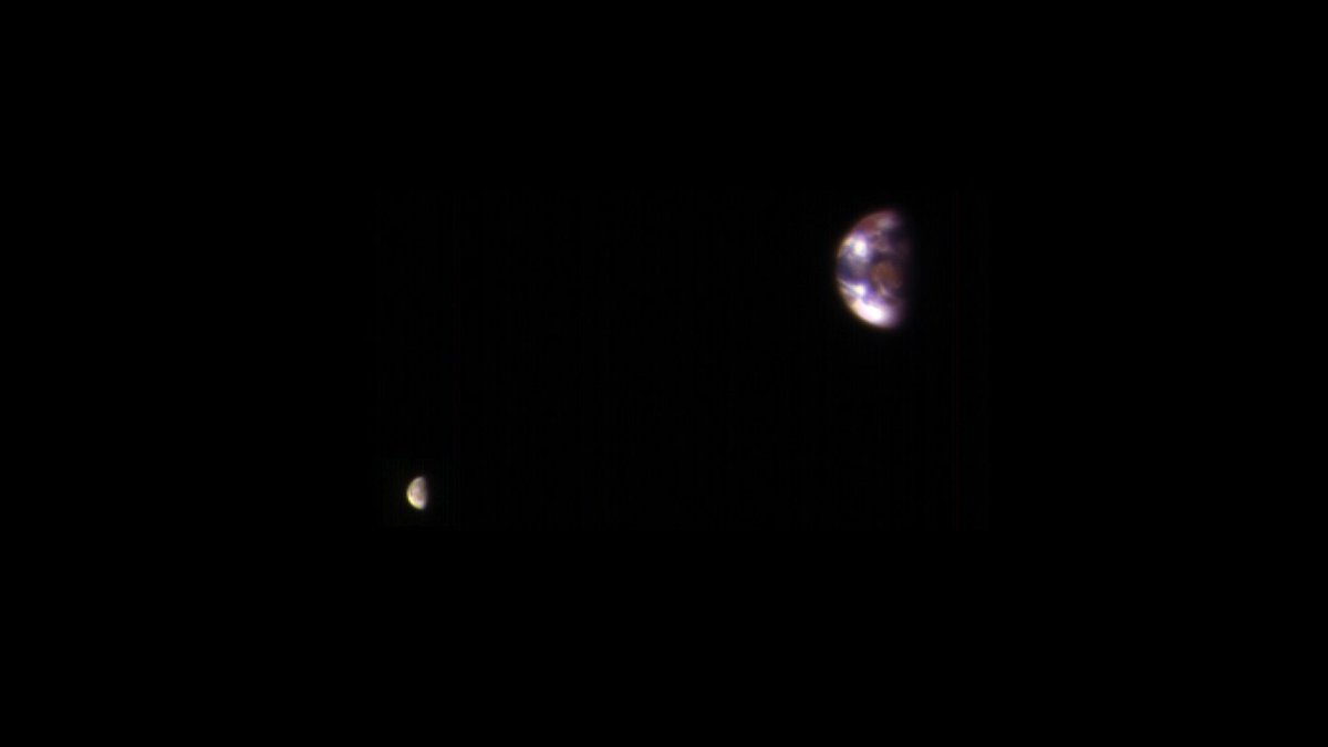 Here's what Earth and its moon look like from orbit... at Mars. Photo by @HiRISE on the Mars Reconnaissance Orbiter. https://t.co/Er37ED0F7w