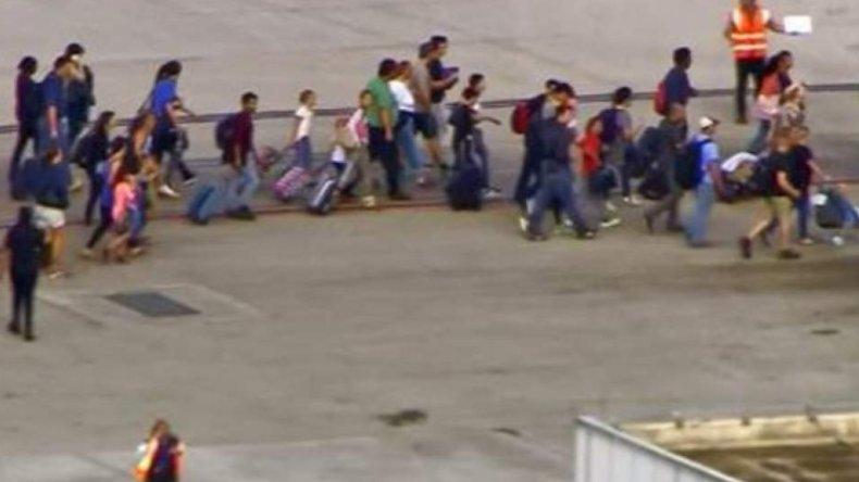 #FortLauderdale : Selon Barbara Sharief, #maire du comté de Broward, le nombre de #blessés s&#39;élève à 13 #EtatsUnis  https:// francais.rt.com/international/ 31876-etats-unis-fusillade-aeroport-fort-lauderdale-cinq-victimes &nbsp; … <br>http://pic.twitter.com/opE6K4O2hX