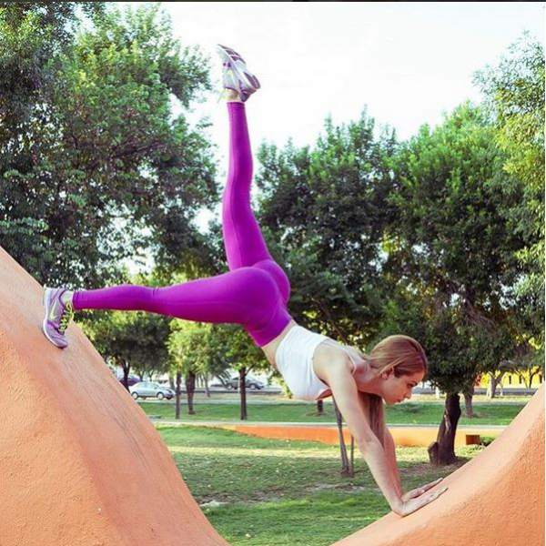Yoga Pants ROCK (@YogaPantsR0CK)