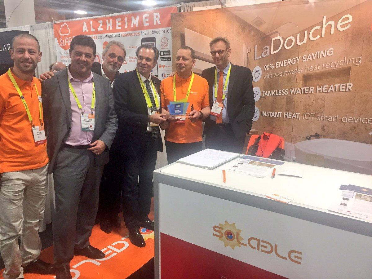 Présentation de @Solable_nrj #Award #CES2017 à @RenaudMuselier VP @regionpaca #Cleantech @TechnopolArbois @AMFrenchTech #pacavegas<br>http://pic.twitter.com/5JGxEOX0LW