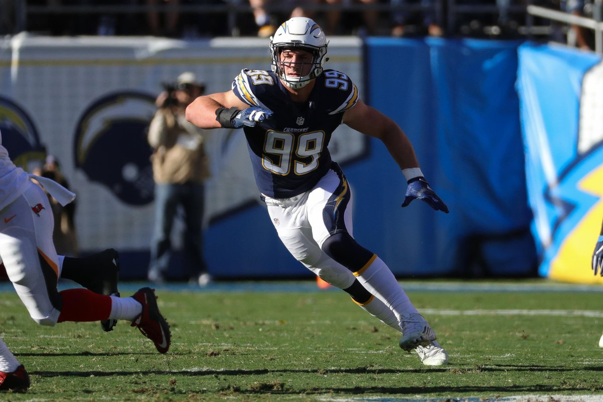 Cast your votes... @jbbigbear is nominated for NFL Rookie of the Year! 🗳: nfl.com/voting/rookies…
