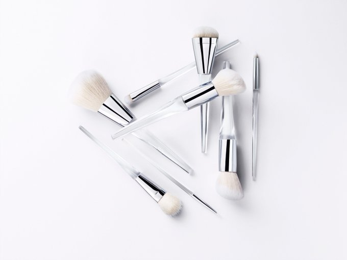 You Can Now Buy These Superchic Makeup Brushes