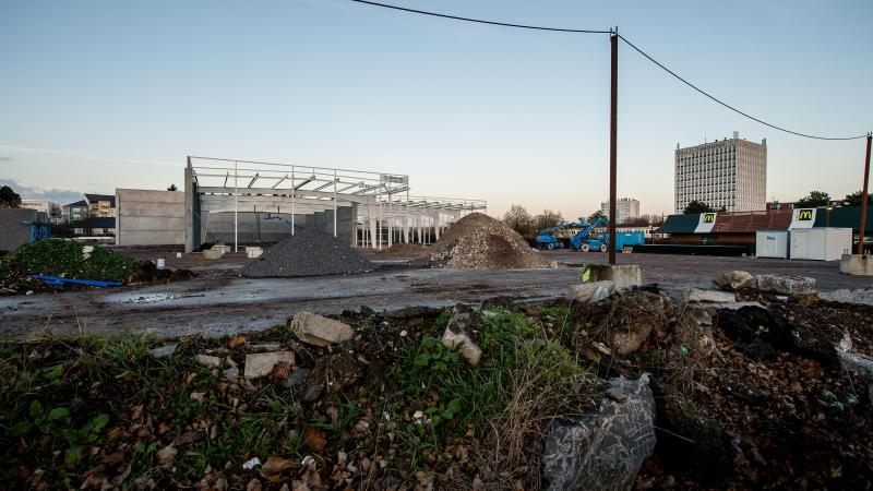Friche #But à #Arras : #Darty et peut-être #GrandFrais et #Besson devraient arriver  http:// vdn.lv/2TUWwe  &nbsp;  <br>http://pic.twitter.com/DjFdwEnMxb