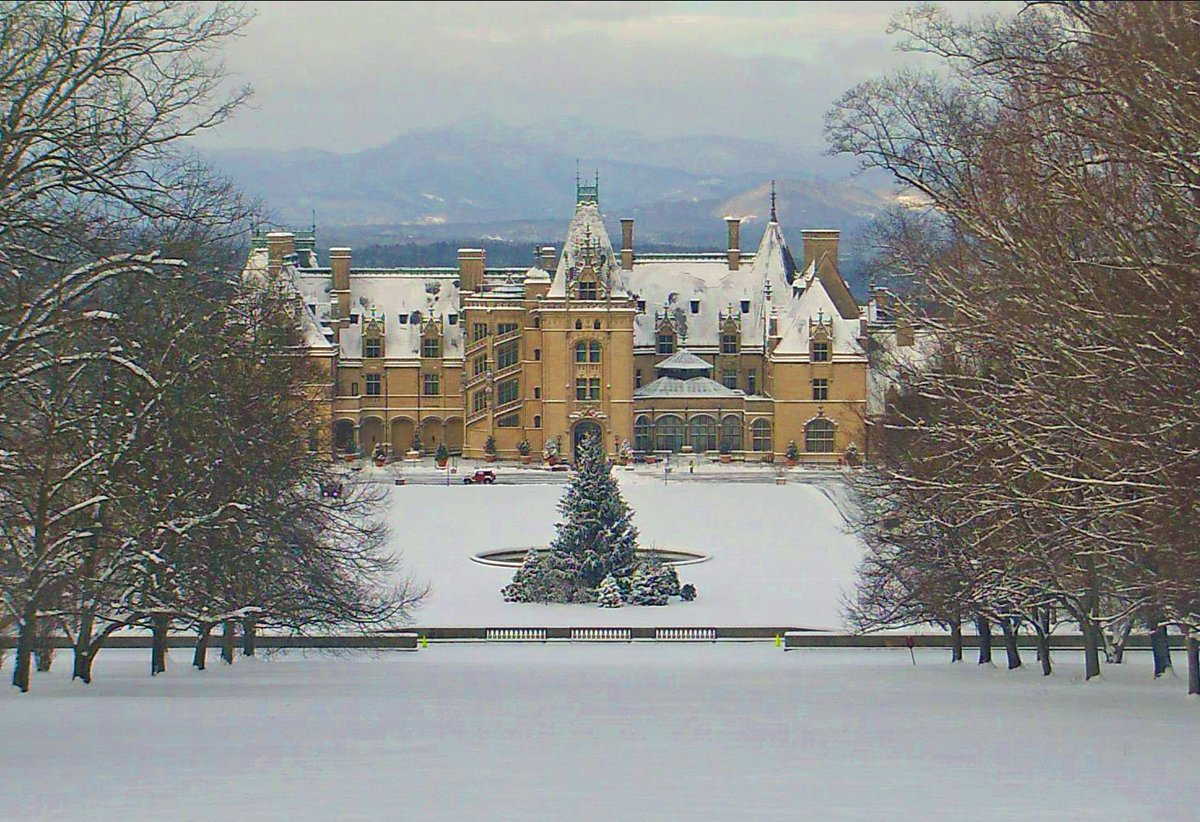 Snow days offer a peaceful perspective of winter beauty at #Biltmore. #avl #wnc #snowday https://t.co/8YGBkcjUdY