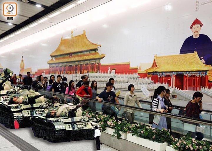 香港民众的创意,在港府举办的故宫展览前各种行为艺术。 纪念八九民运。 https://t.co/oCmHGx9SFN