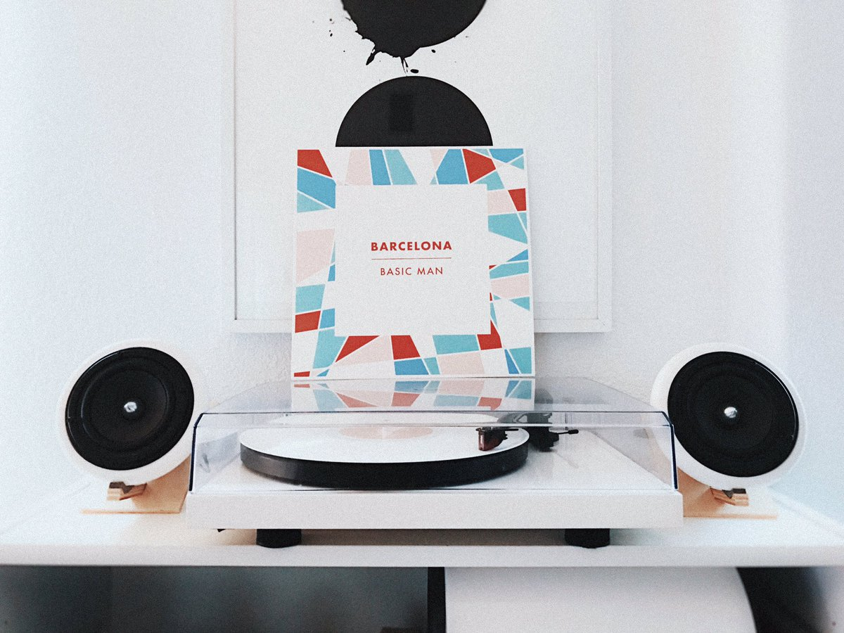 Starting the rainy weekend w/ some Saturday morning white vinyl @barcelona vibes 🎶🎶🎶