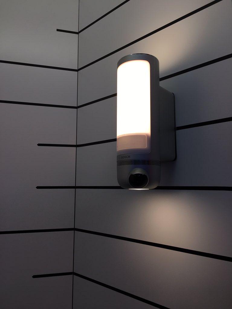 applique lumineuse extérieure caméra surveillance intégrée détecteur mouvement