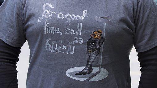 Extra grote MOL-ALERT! Diederik draagt deze aflevering dit shirt