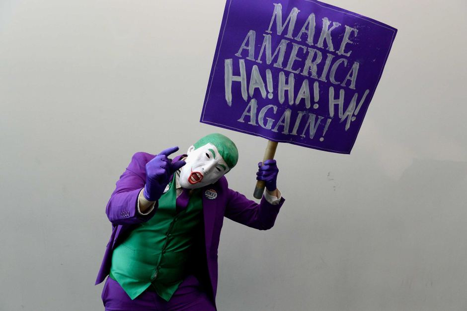 Mark Hamill lee tweet de Trump con la voz del Joker!!!