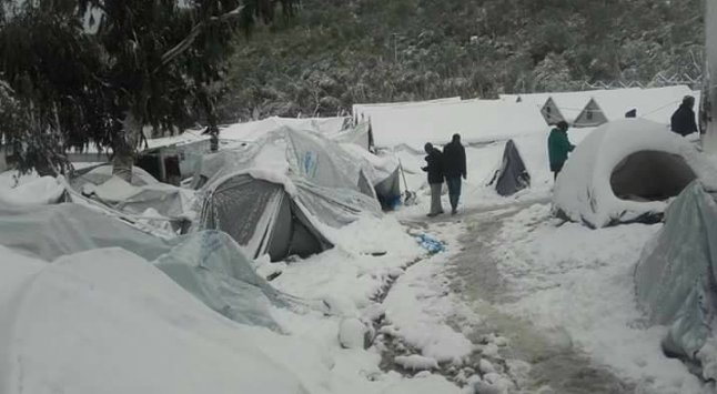 #Greece : Morya Camp on Lisbos Island where thousands of mainly #Syrian refugees shiver in the snow and -13 temperatures. Via @AsaadHannaa https://t.co/IAGTDwG8ly