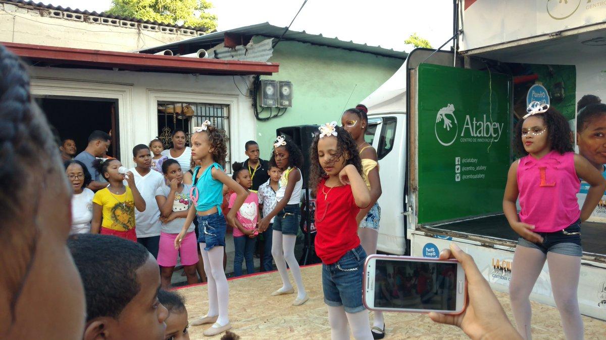 Las #Minidances de #VillaCom Feliz #UnaSonrisaparalosniños #ReyesMagos @DomingoCG1 @centro_atabey @Zcollado7<br>http://pic.twitter.com/LDVUod5z71